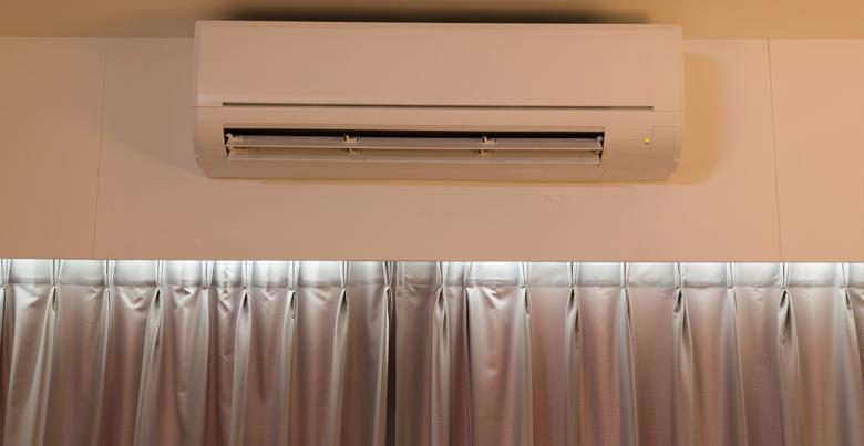 Vochtige slaapkamer behandelen met ventilatiesysteem